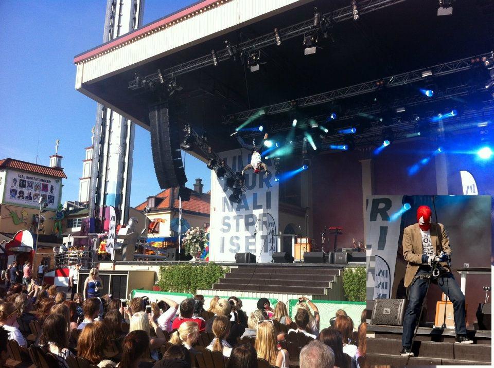 Jag är konferencier på Lilla Journalistpriset på Grönan och gör entré som Spidelmannen.